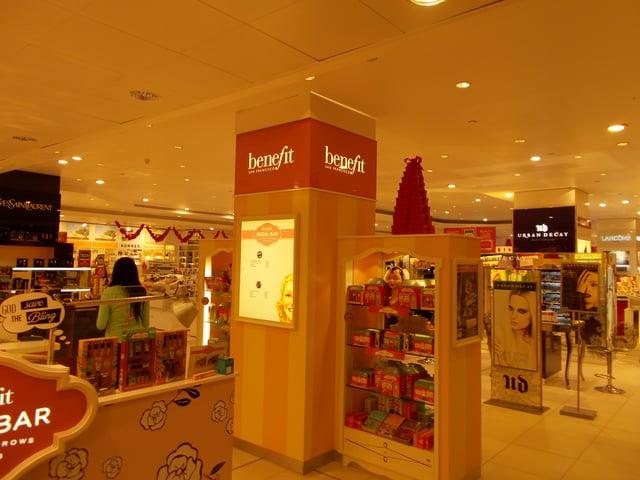 benefit cosmetics merchandising