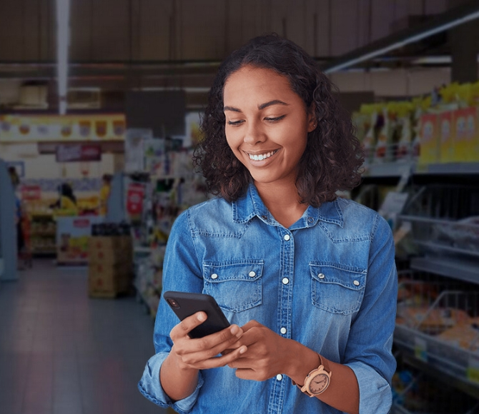 Woman using Repsly in store
